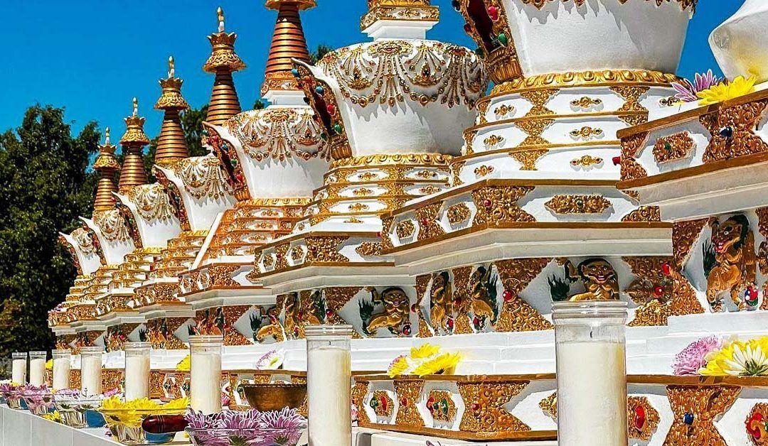 Instalación de las 8 stupas de Buddha